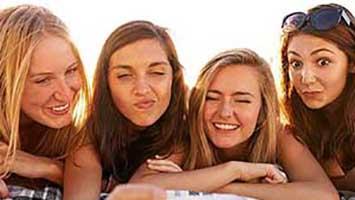 محبوب شوید ! 7 روش سریع روانشناسی برای محبوب شدن