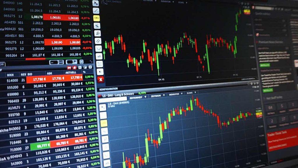 بازار تبادل ارزهای خارجی یا به اختصار بازار فورکس در حقیقت از نظر حجم مبادلات بزرگترین بازار موجود است