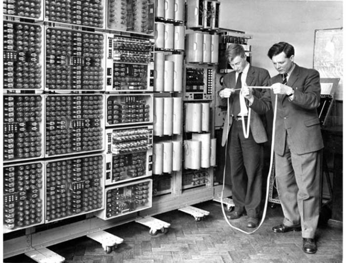با تاریخچه کامپیوترها کاملا آشنا شوید. پیدایش کامپیوتر ها از سال 1800 تا 2018