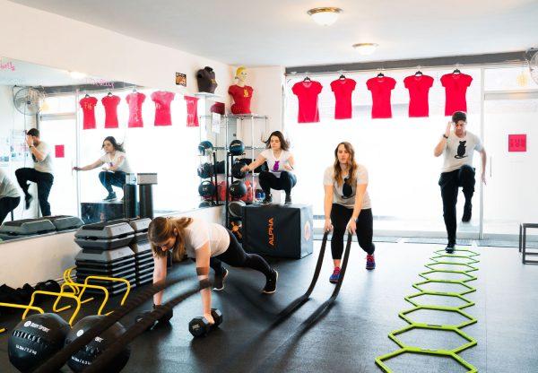 همه چیز در باره کراس فیت crossfit، کلاس کراس فیت به همراه فواید و نگرانی ها در مورد این ورزش، سلامتی و تغذیه مناسب کراس فیت، تمرین های قدرتی و مهارتی